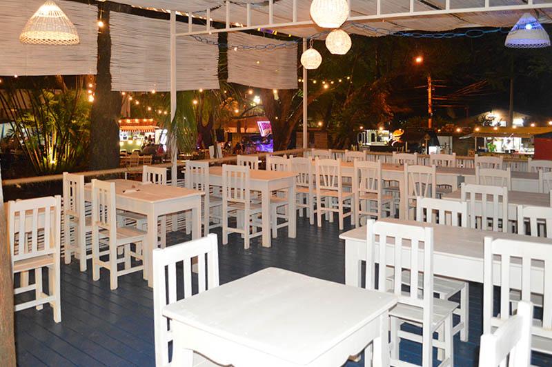 Desde el Chiringuito del Mediterráneo se domina desde arriba todo el panorama de Le Marché. Un semi restaurante metido en el Patio de Comidas entre las ofertas de Food Truck.