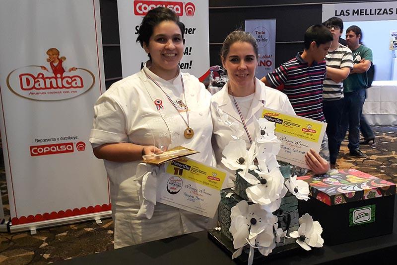 Rossana Bernal (izq,) y Jazmín Schmidt las ganadoras del concurso el año pasado.
