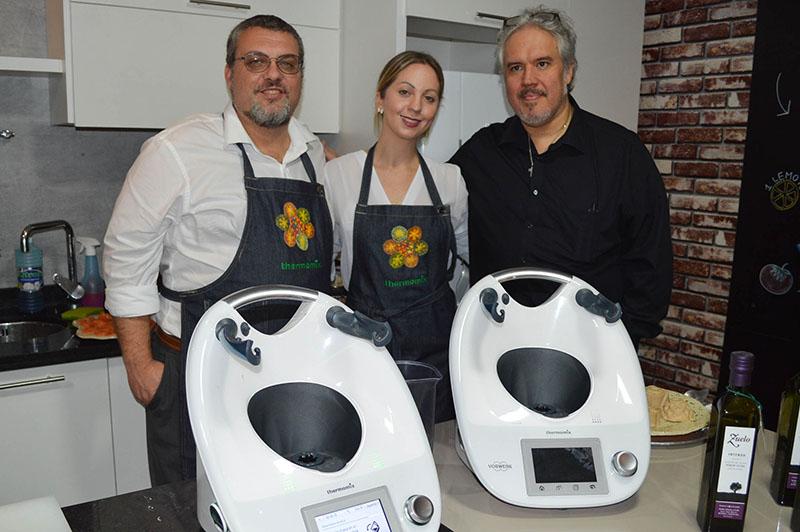 André Magon, Liv Ljunggren y Cacique Scappini, durante el lanzamiento del Thermomix.