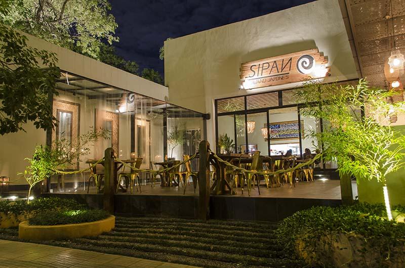 Fachada de Sipan, el nuevo restaurante peruano que el sábado se inaugura oficialmente. Está ubicado en Souza casi Cruz del Defensor.