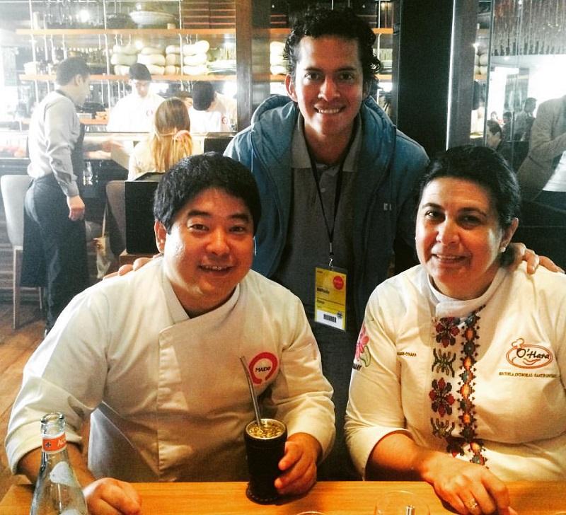 Micha sorprendió en el 2015 a un grupo de cocineros paraguayos que habían viajado al Perú encabezados por Teresita Benegas O´Hara por su familiaridad con el tereré. En la foto aparecen junto a José Luján Vargas, un cocinero peruano que estuvo en nuestro país.
