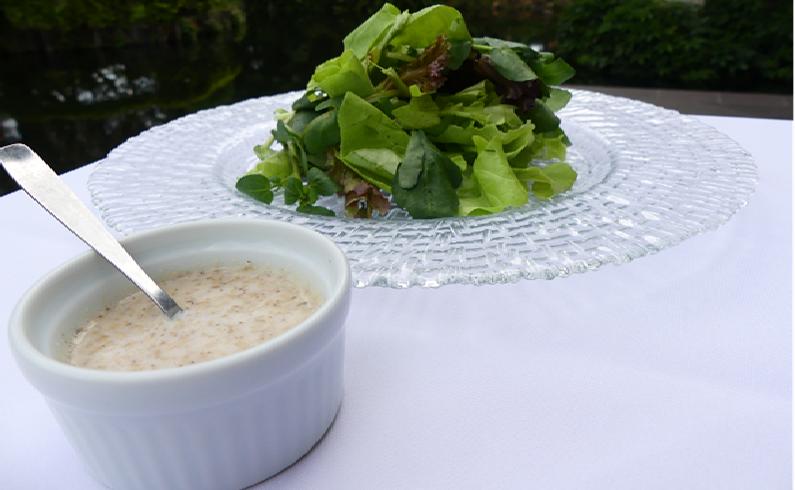Salsa de sésamo elaboradas a base de yogur y miel.