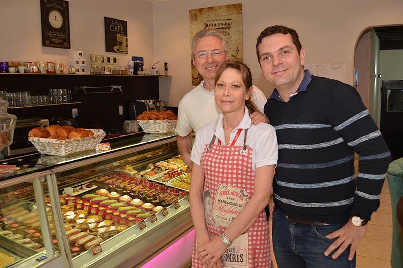 Eric Maetz, a la izquierda de la foto, junto a Eric y Ann Gorlini, pasteleros franceses de Delice de France.