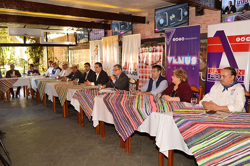 Presentación oficial de A Comer realizado en el restaurante Fusión. El evento presentgado a la pensa está organizado por el Grupo Paraguay Eventos y Emprendimientos.