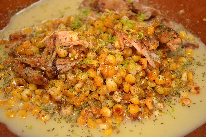 Conejo en salsa de choclo. Un plato contemporáneo de la cocina del Gustu. Se utiliza choclo tostado, cedrón y jugo de limón. Está en el menú desde el primer día.