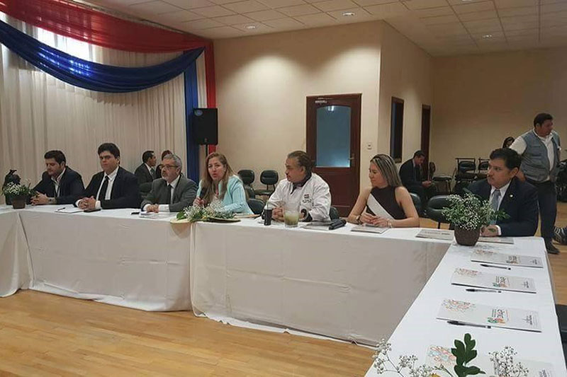 Conversatorio auspiciado por la Dirección Nacional de la Propiedad Intelectual (DINAPI). En la medio, Patricia Stanel directora, a su derecha Fernando Griffith, ministro de Cultura y a su izquierda el chef Vidal Domínguez Díaz.