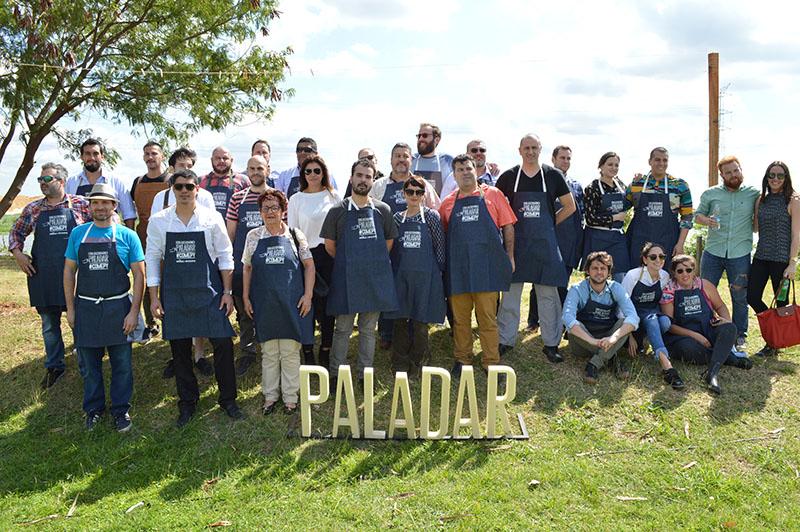 Foto de los cocineros y responsables de los restaurantes y de la organización de Paladar durante el acto de lanzamiento oficial de la feria gastronómica.