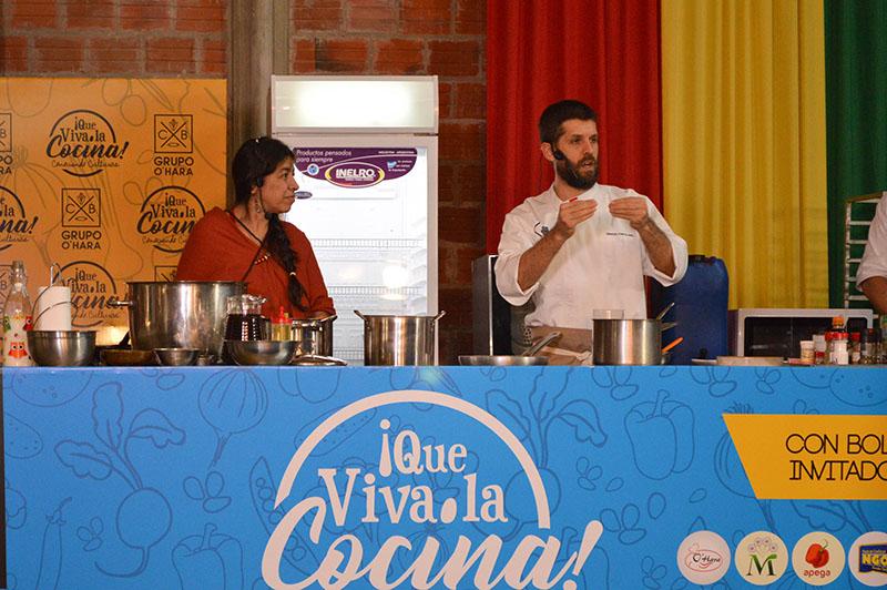 El chef Ignacio Fontclara junto a Norma Molina quienes ayer disertaron sobre cocina paraguaya.