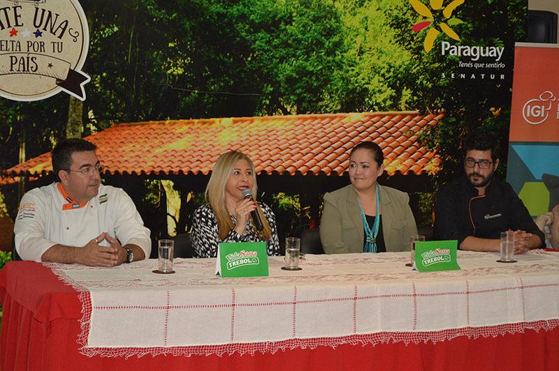 De izquierda a derecha aparecen Ciro Venialgo, Olga Silva, Megumi Yamanishi y Daniel Bonapartian durante la conferencia de prensa en la que se presentó la competencia Inter IGI 2017 Sabor a Paraguay, realizada en la SENATUR.