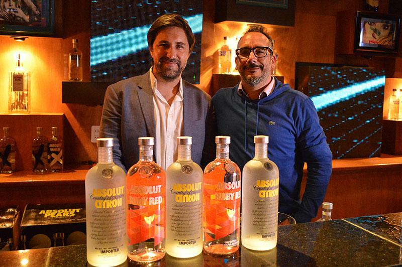 Diego Curiel, gerente de Pernod Ricard y Alfonso Escardo, Brand Ambassador de Absolut durante un evento organizado por Manah, representante local de la marca que tuvo lugar en Seven.