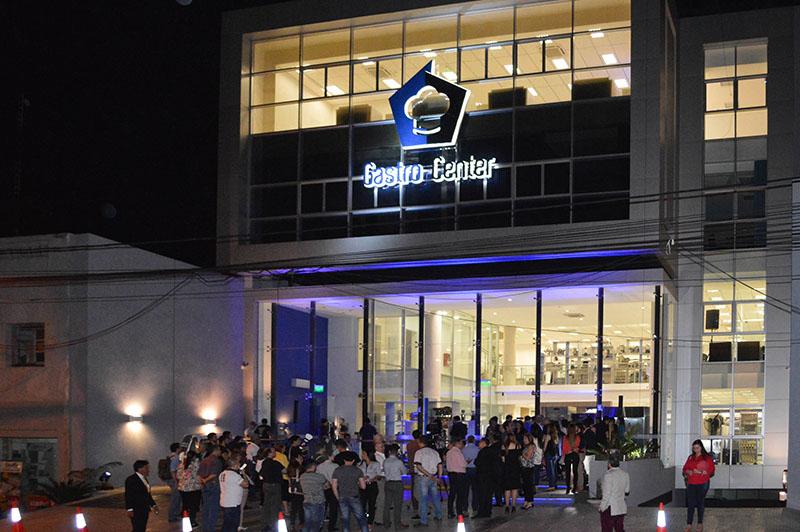 El nuevo show room de Gastro Center, ubicado sobre la avenida Eusebio Ayala casi 33 Orientales. Una firma que vende equipamientos gastronómicos.
