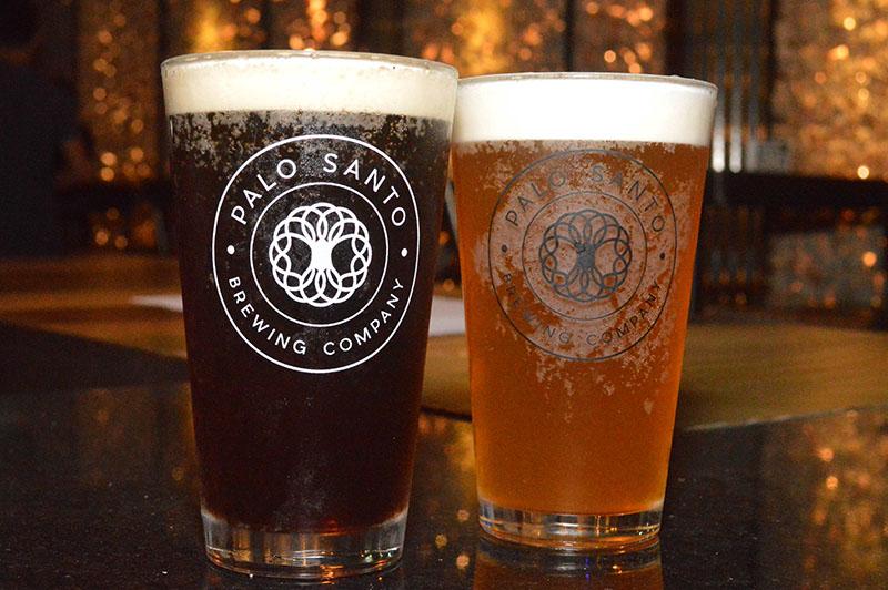 Las cervezas Nitzuga de Palo Santo, a la izquierda Maxixe (Blac Rye Ipa) y a la derecha Preludio (Ipa). En el futuro piensan tener 10 variedades permanentes de Nitsuga, mientras ya preparan otras marcas.