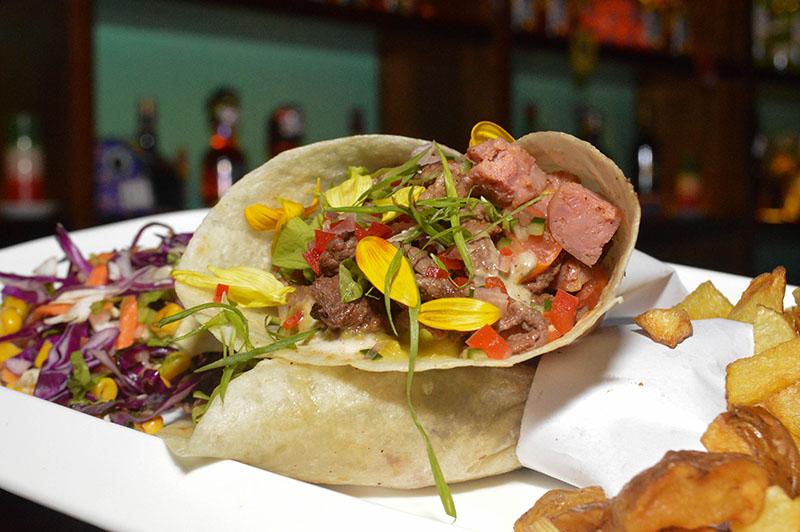 Tacos, una de las especialidades de Lupita. Hay diversas variedades y siempre acompañadas de papas fritas rústicas y ensaladas.