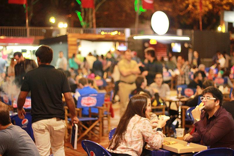 El Food Park instalado habilitado en Ciudad del Este no tiene nada que envidiar a sus colegas de Asunción. Está bien organizado, tiene variedad de propuestas y tiene aceptación del público.