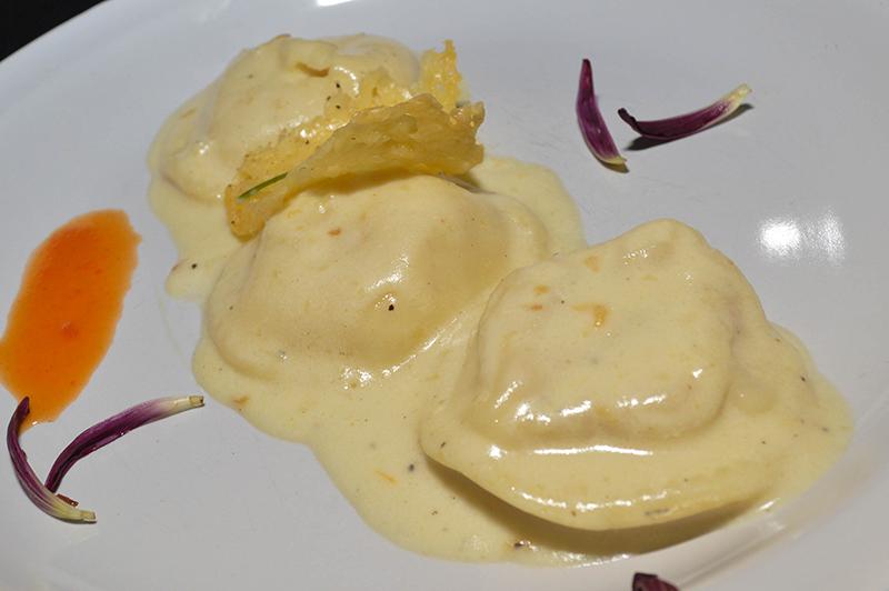 Sorrentinos rellenos de calabaza. En Entrecote también ofrecen unos sorrentinos rellenos de asado a la olla, ambos de muy buena factura.