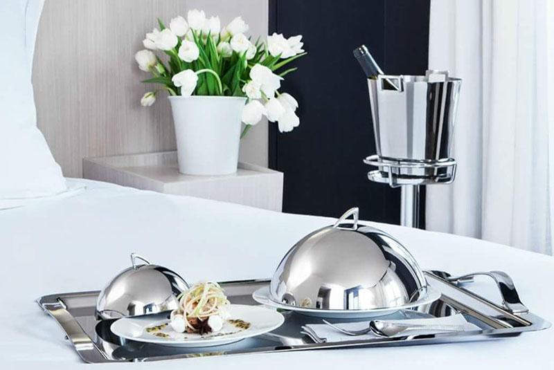 Las vajillas de acero inoxidable de Degrenne son insuperables. Fueron especialmente diseñados para los servicios gastronómicos en hoteles.