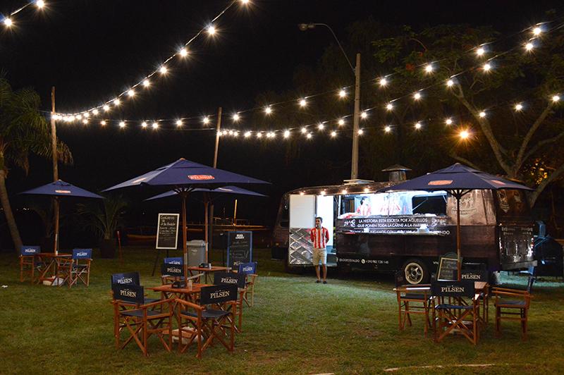 El Food Truck de Lo de Osvaldo, instalado en la playa municipal de San Ber, justo frente al caserón donde se puso el restaurante.