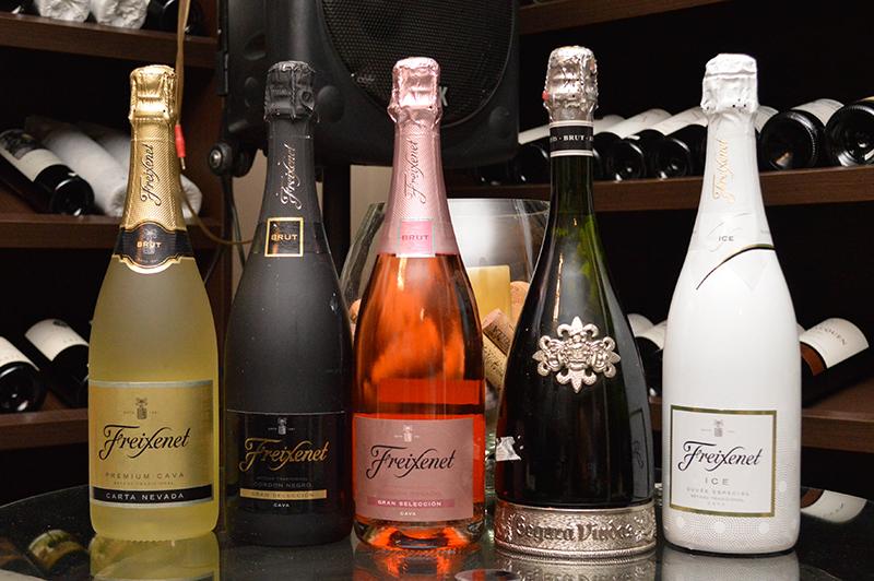 Los cinco vinos espumantes que se degustaron en la cata privada realizada en In Vino Veritas. Entre los cuatro cavas de Freixenet el Segura Viudas.