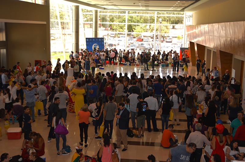 Hacía lucía el miércoles el Hall del gran salón de la Commebol. Los aspirantes esperando turno. Hasta aquí tuvo acceso la prensa, salvo los medios que pertenecen al grupo que organiza el programa.