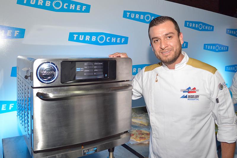 Antonio León, Director Culiminario y Proyectos para América Latina de la empresa que es propietaria de TurboChef. El es mexicano y estuvo en nuestro país para la presentación de la marca.