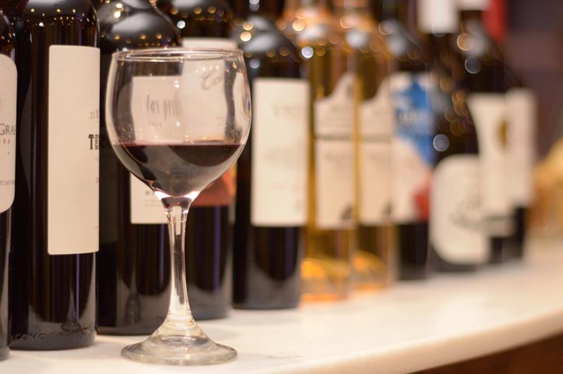 Un adelanto de la Expo Vino se tuvo anoche en el Atlas Center donde se hizo el anuncio oficial del evento que tendrá lugar a fines de este mes.