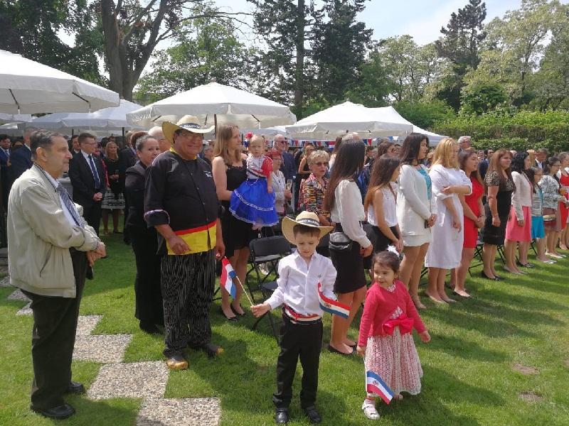 Un total de 400 personas asistieron a los festejo patrios en Berlin. Invitados sel mundo diplomático, empresarial y de la colectividad paraguaya.