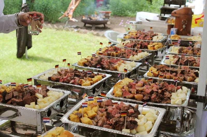 La característica parrillita paraguaya con su típico contenido, donde sobresale la preciada carne paraguaya.