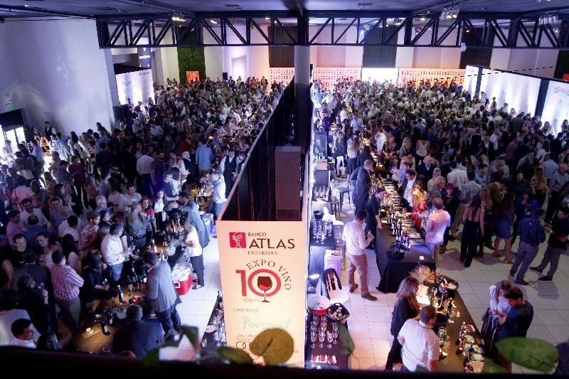 Esta es una foto repetida. Todos los años una multitud se reune durante la Expo Vino.