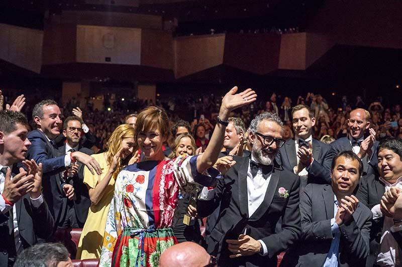 Massimo Botura junto a su esposa Lara Gilmore, aparecen en la ceremonia de premiación luego que su restaurante Osteria Francescana fue nominada como el mejor del mundo. Copyright: The World's 50 Best Restaurants