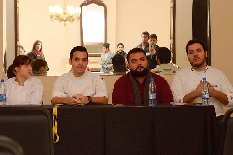 Los chefs Sofía Pfannl, Hugo Caballero, Sergio González y Jorge Cardozo Echauri explicaron las cenas degustación de cocina paraguaya que prepararan durante el encuentro de OIGAHTUR.