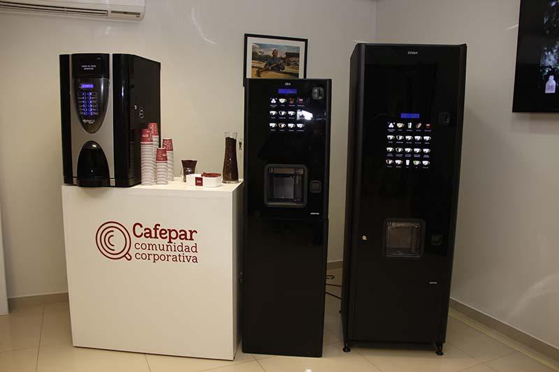 A la derecha Zensia, en el medio Zen y a la izquierda Bianchi Golden, las nuevas cafeteras presentadas por Cafepar.