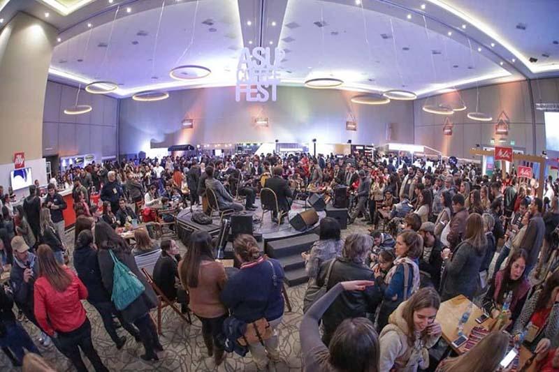 Una vista general del Asu Coffee Fest. En dos días reunió a unas 3.000 personas. Foto: AsuCoffeeFest.