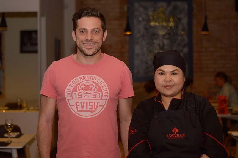 Frederic y Duangjai Hinsrisuwan la cocinera tailandesa.
