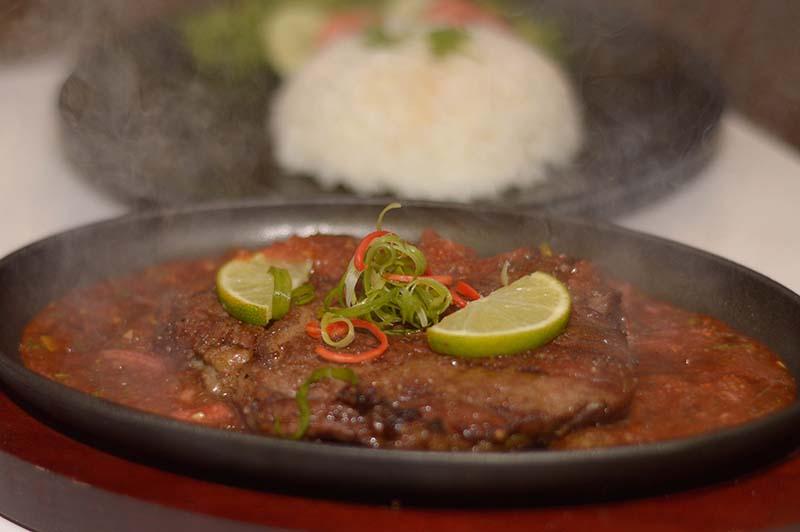 Un ojo de bife al estilo tailandés. Una observación personal: nada puede mejorar el sabor natural de la mejor carne paraguaya.