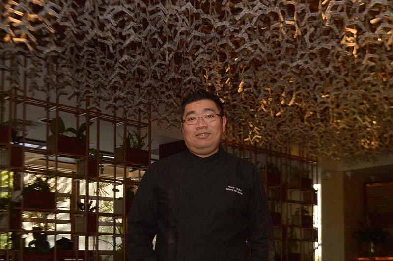 Hugo Tsumuda, chef ejecutivo de nacionaldiad peruana. Formado en el Cordon Bleu de su pais y con años de experiencia internacional en restaurantes de varios países.