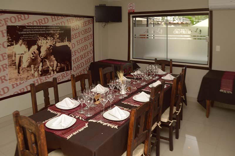 El restaurant Hereford cuenta con un salón privado para 12 personas que se habilita para ocasiones especiales.