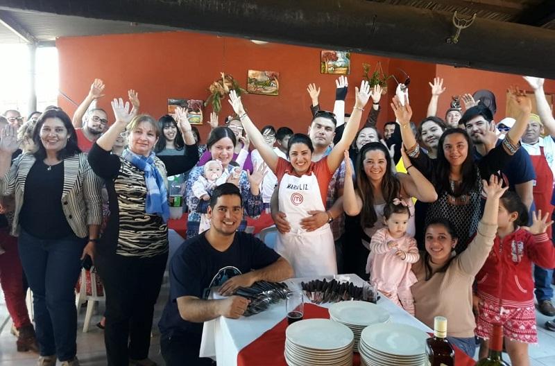 Ayer domingo, María Liz reunió a los miembros de su numerosa para hacer un festejo especial por haber obtenido el titulo de Primer MasterChef Paraguay.