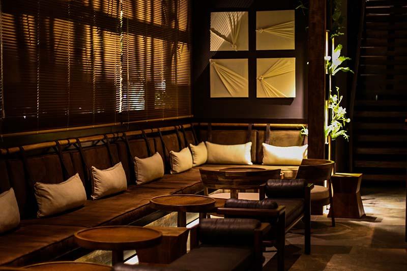 El sector más cómodo y relajado del restaurante donde se puede compartir tragos y comidas sin la rigidez de una cena más formal.
