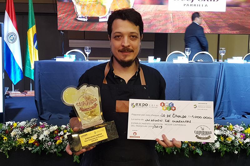 Enrique García, representando a Lo de Osvaldo, fue el ganador del quinto campeonato nacional de caipirinha que se realizó el fin de semana pasado.