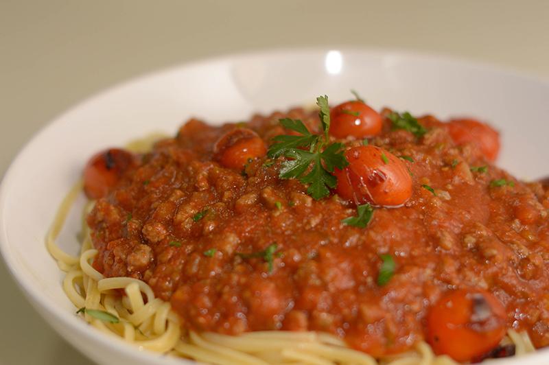 Spaguetti a la bolognesa. Una receta especial para el tomate deshidratado, que mantiene un suave sabor amalgamando sin invadir el resto de los sabores del plato.