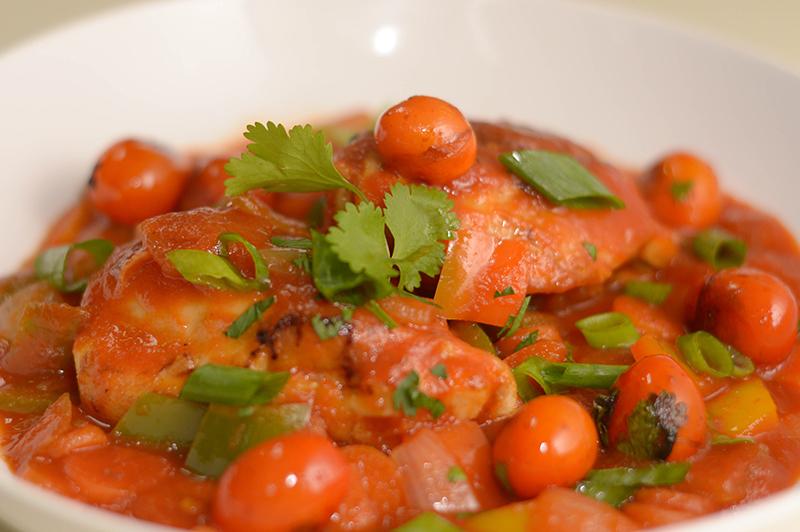 Pollo a la portuguesa. Aquí a la base le agregaron verdeos y tomates cherry. El color se mantiene en todas las preparaciones.