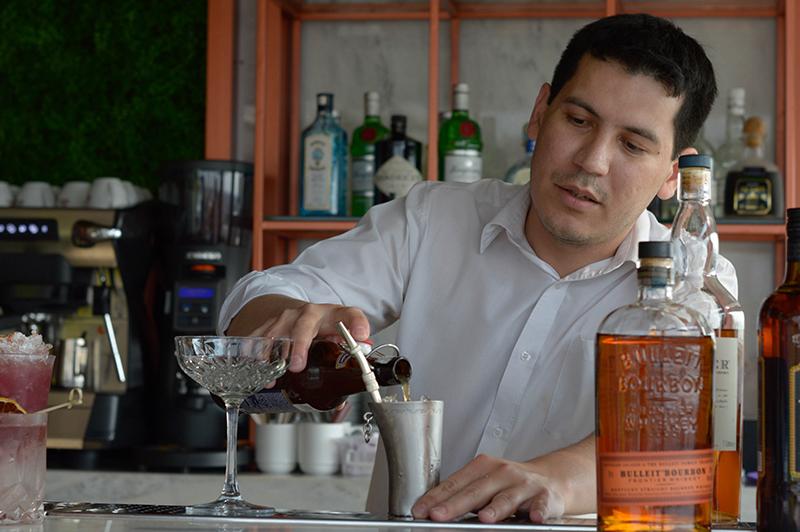 Ever Portillo, el bartender que representará a Paraguay en el World Class Mundial, el mundial de coctelería que se hará en Berlín, en octubre próximo.