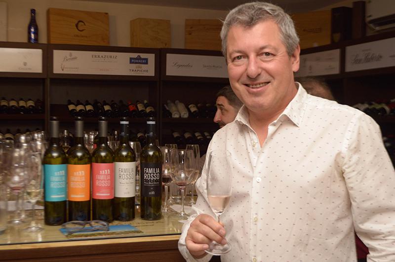 Rodolfo Rosso presentó a los integrantes de la Familia Rosso, una bodega argentina que hizo su presentación oficial para nuestro país. Historia, tradición y familia conjugadas en excelentes vinos.,
