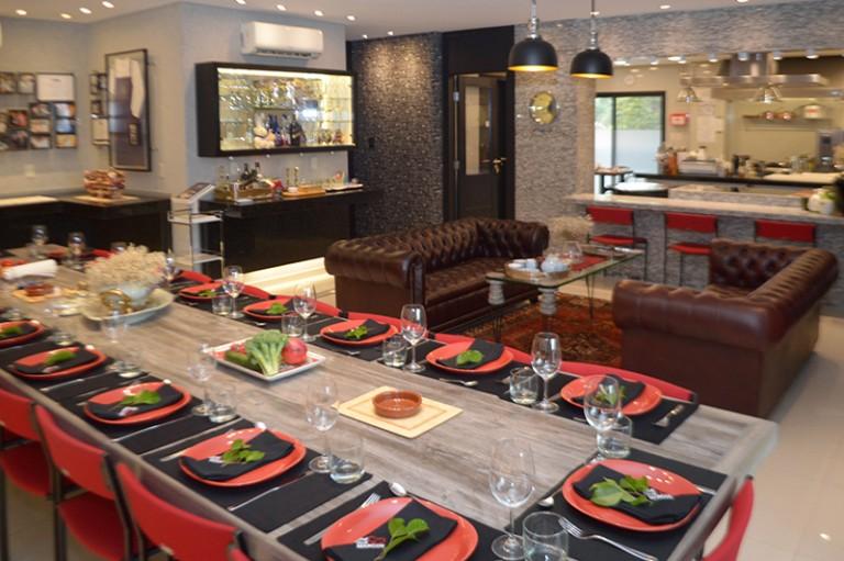 Otra vista del salón del restaurante privado. Finamente decorado. Allí recibe a sus familiares y amigos.