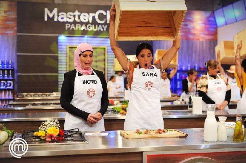 La cara de Ingrid y Sara lo dice todo. Pero los participantes de MasterChef deben enfrentar todo tipo de situaciones.