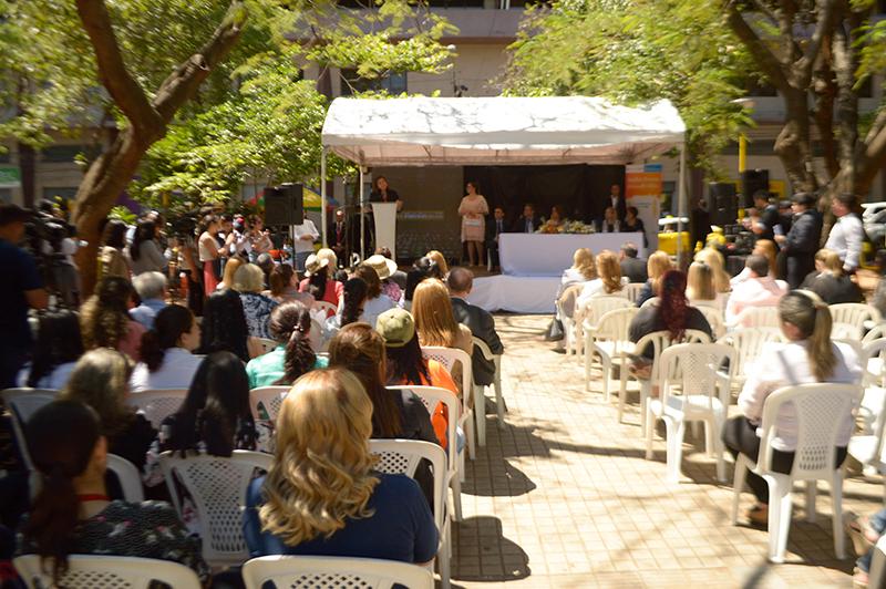 Acto oficial por el Día Mundial de la Alimentación. Fue presidido por la Primera Dama. Se cumplió en la plaza Juan E. O´Leary.