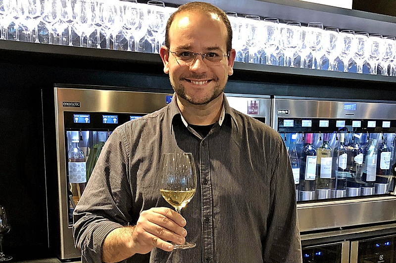 Roger Sordé, médico español radicado en nuestro país, especialista en vinos. Y sobre todo contador de historias.