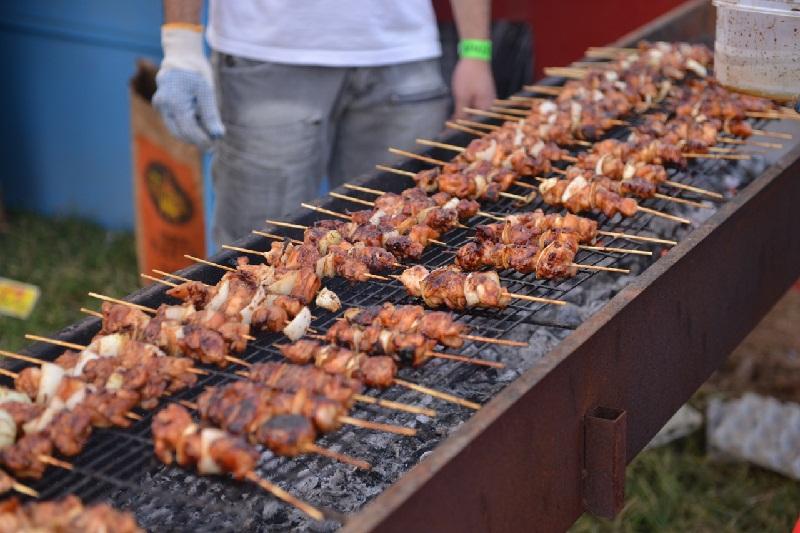 El pollo frito, a la manera de los nuestros asaditos, es lo que los japoneses conocen como Yakitori.