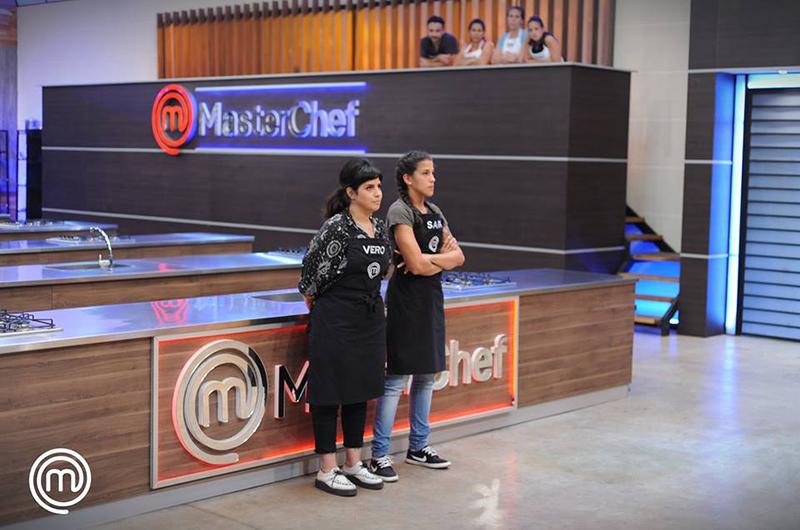 Sara y Vero quedaron entre las últimas en clasificar. Y terminó eliminándose Sara. Fotografías del facebook: MasterChef Paraguay.