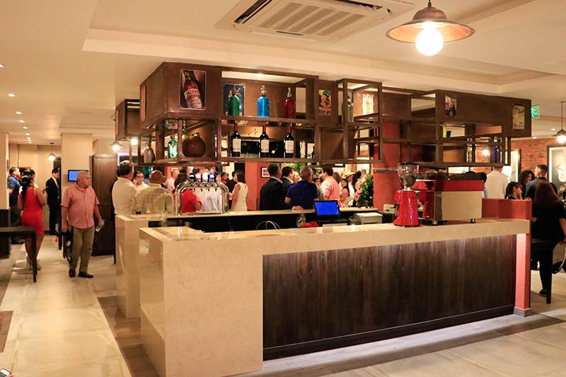 Un aspecto del salón interior de El Bodegón que tendrá capacidad para 130 personas. Esta ambientada al estilo de los tradicionales restaurantes de la capital argentina.